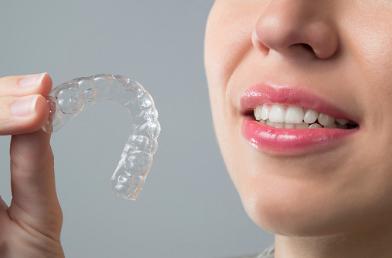 les avantages de la gouttière dentaire contre le bruxisme